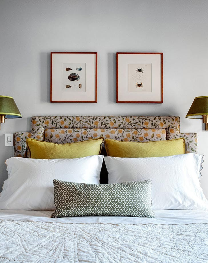 bed yellow pillows two lamps