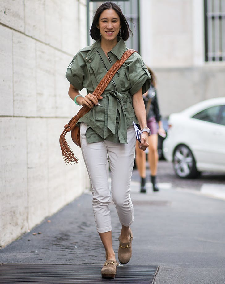 eva chen wearing gucci clogs with white skinny jeans