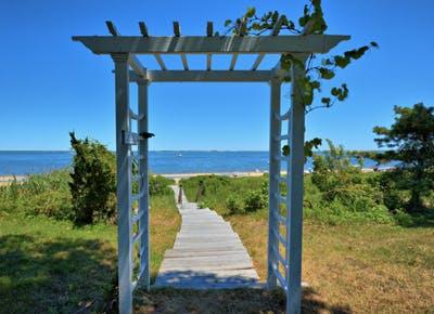 hamptons archway ocean beach 400