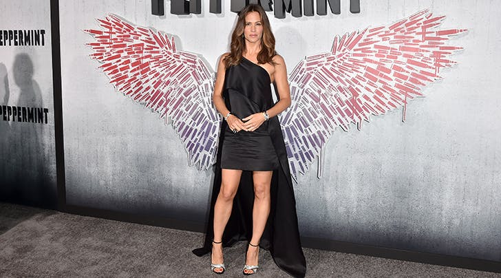 Jennifer Garners Look Stole the Red Carpet at the Premiere of Her New Movie