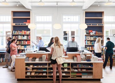 people shopping book store hamptons 400