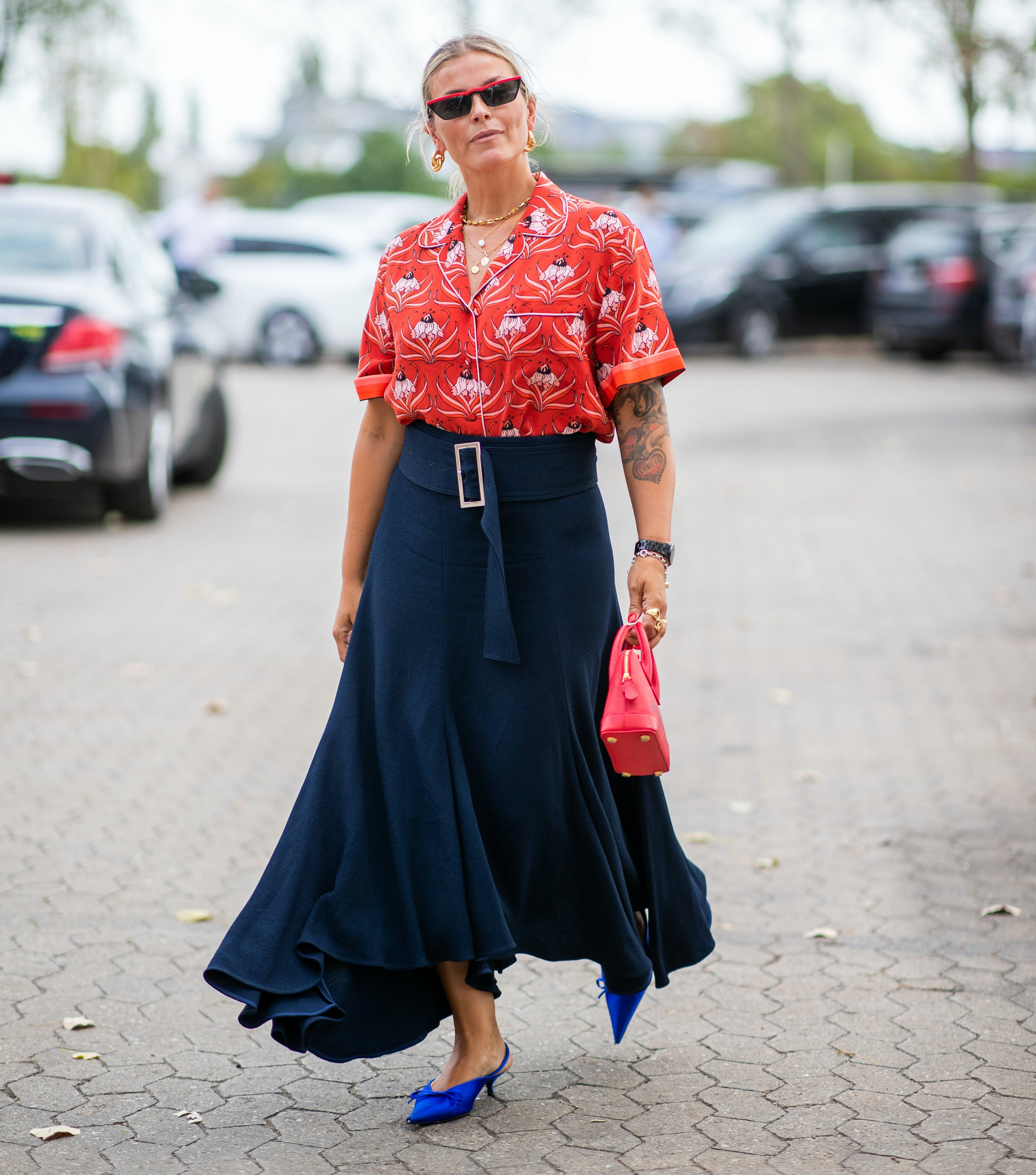 woman wearing a hawaiian shirt with a wide belt and maxi skirt