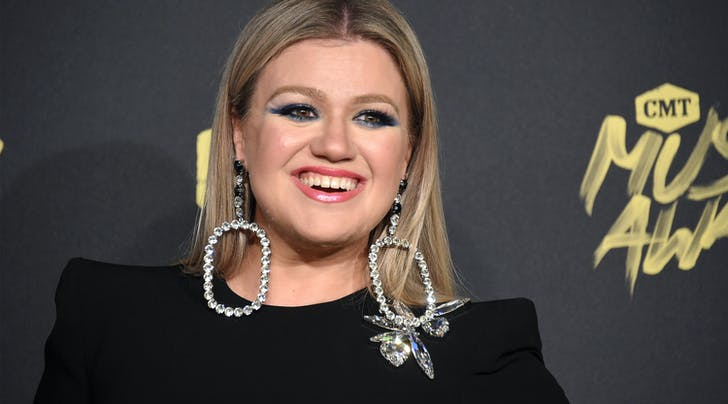 Kelly Clarkson Just Made a Play to Become the Next Ellen