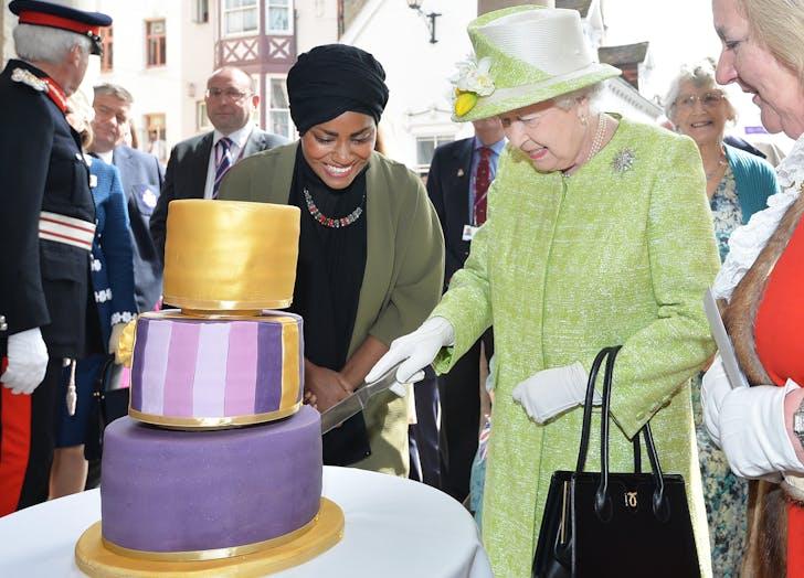 Queen Elizabeth concentrates on cake