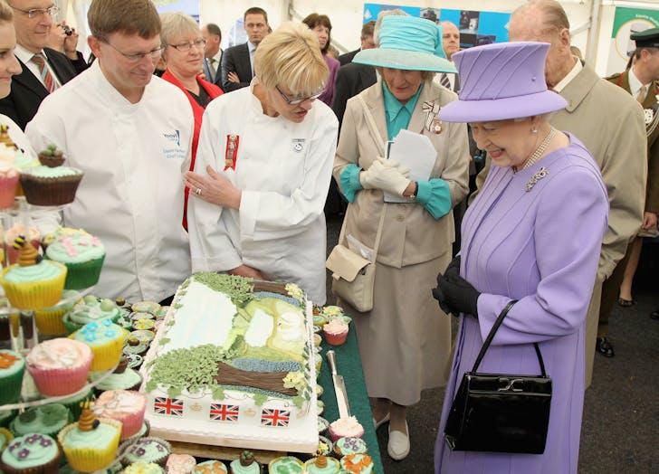 Queen Elizabeth looks at cake