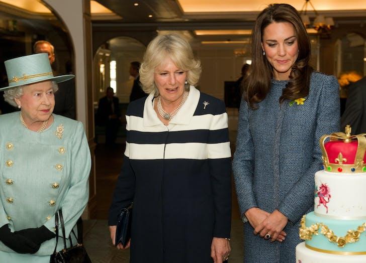 Queen Elizabeth side eyes cake