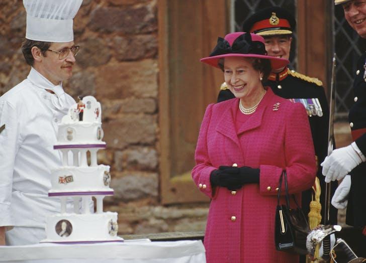 Queen Elizabeth smiles at cake