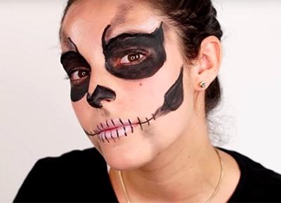 Easy Halloween Makeup Tutorial For Beginners , Doing The Artist