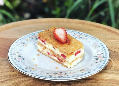 strawberry napoleon pastry cafe creme 400