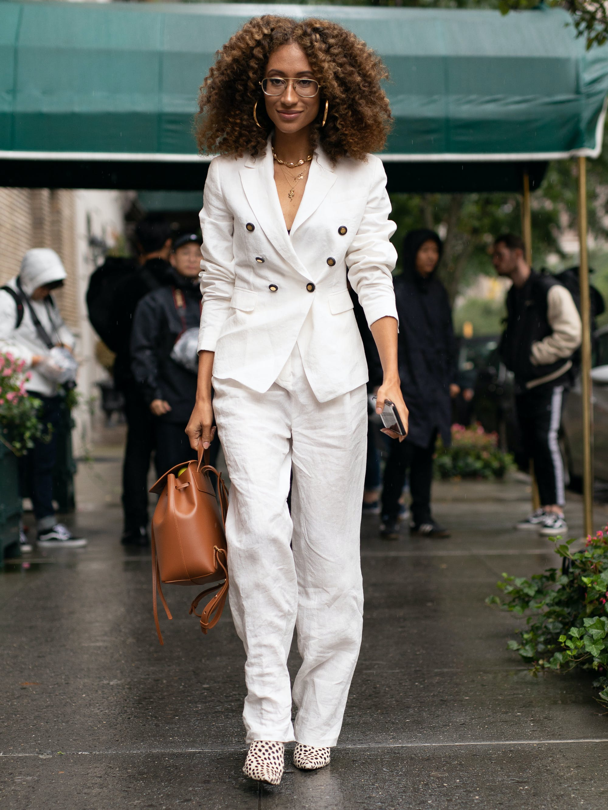 woman wearing all white