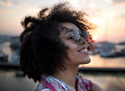 woman wearing sunglasses 400