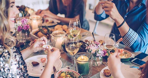 What to Bring to Thanksgiving: 4 Things to Take a Long (and 3 to Avoid)