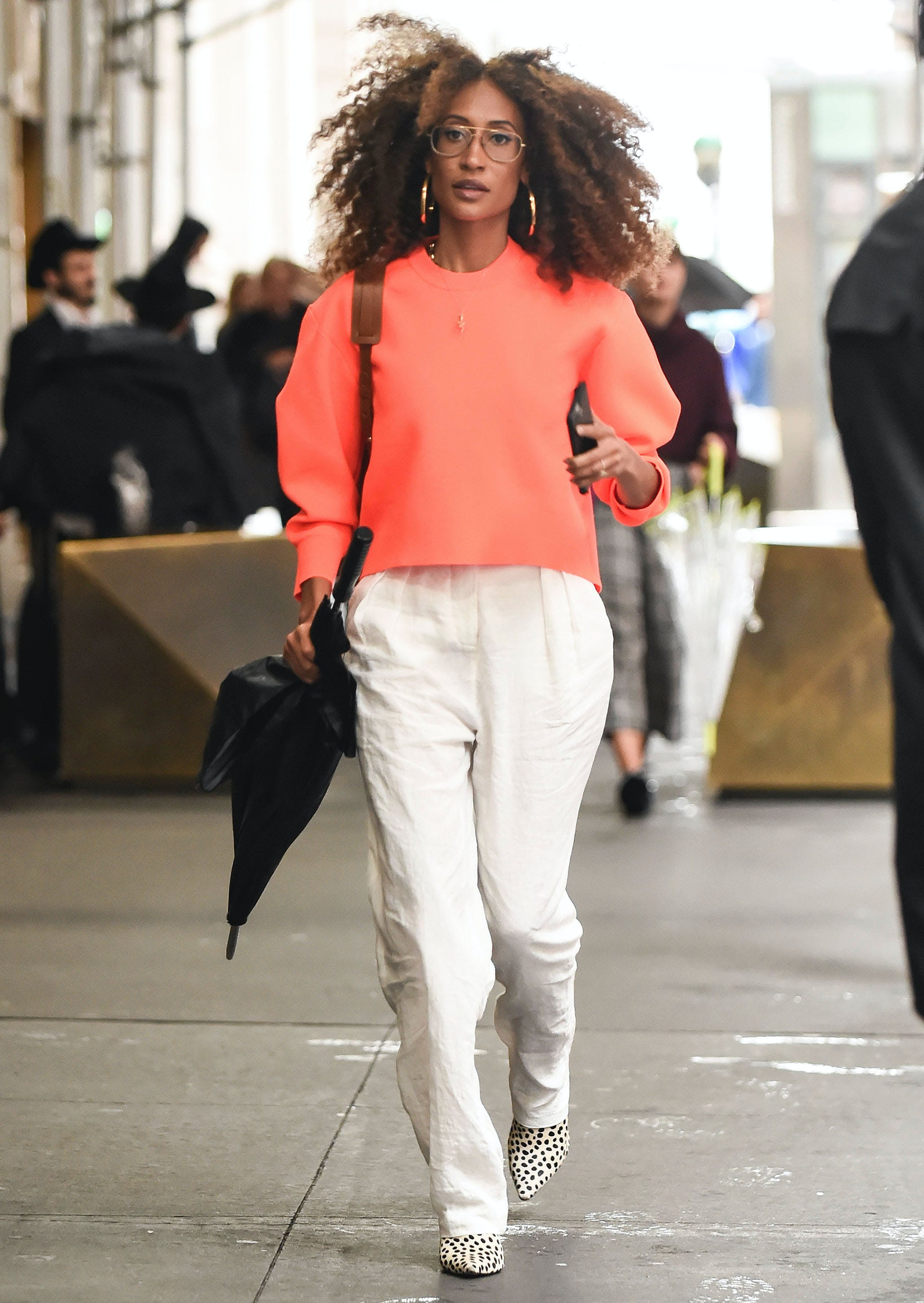 elaine welteroth wearing white pants in fall