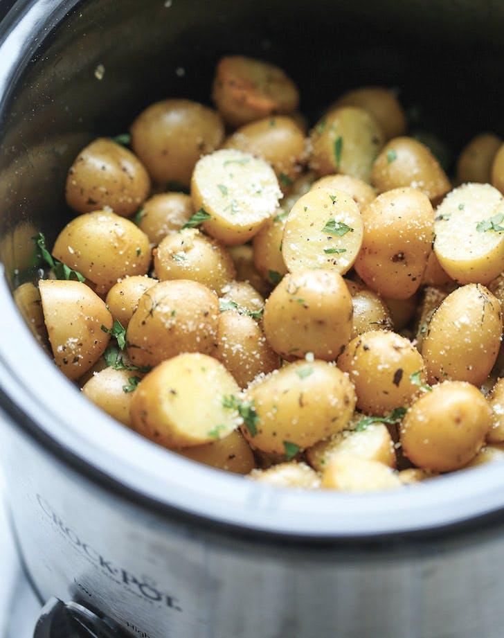 garlic parmesan potatoes slow cooker thanksgiving recipes