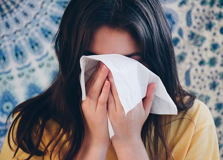 girl using facial tissue to blow her nose t20 QQr03b