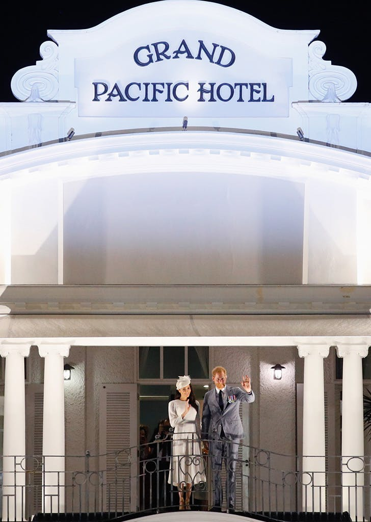 harry meghan grand pacific hotel balcony