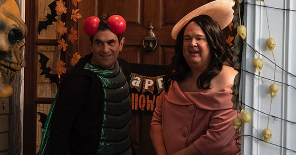 first look at modern family halloween episode purewow