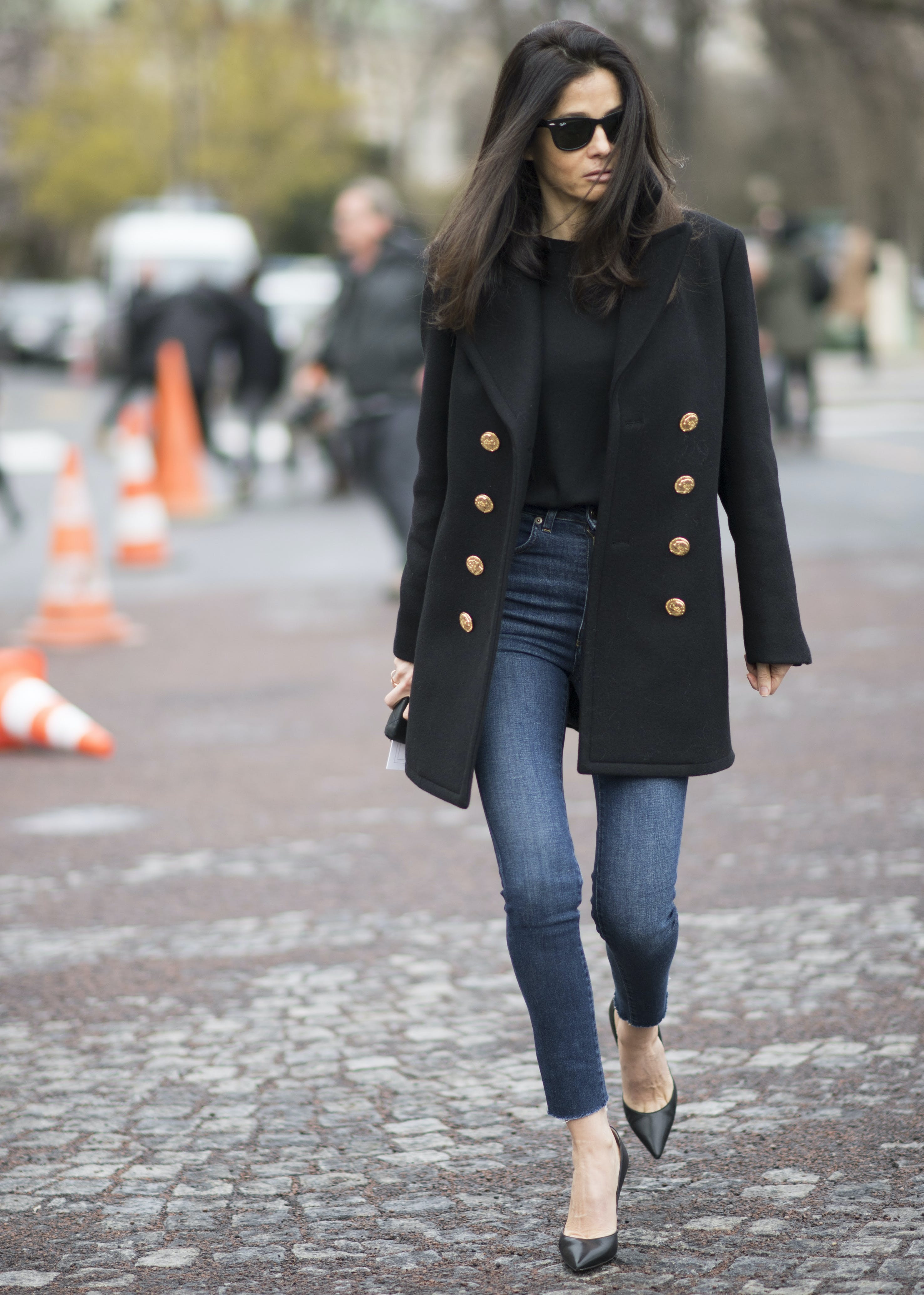 woman wearing classic skinny jeans