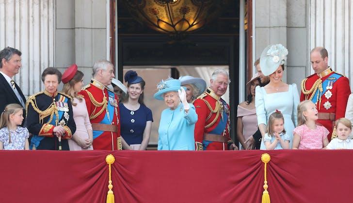 Royal family at ascot on Buckingham Palace balcony