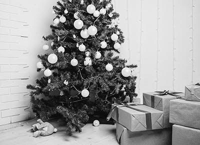 black and white christmas living room 400