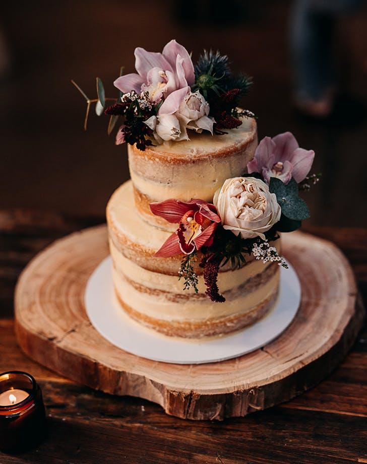 gesture cake wedding trend