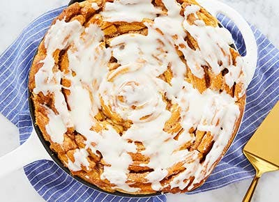 giant cinnamon roll thanksgiving breakfast 400