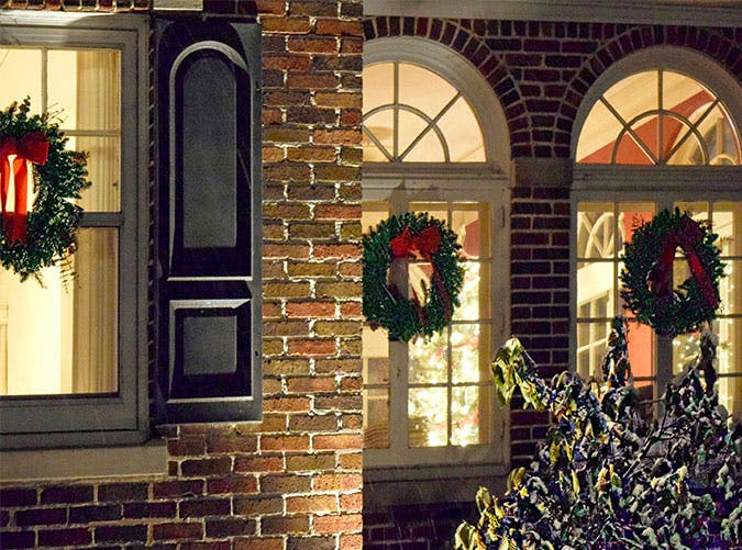 holiday decoraytions window wreaths