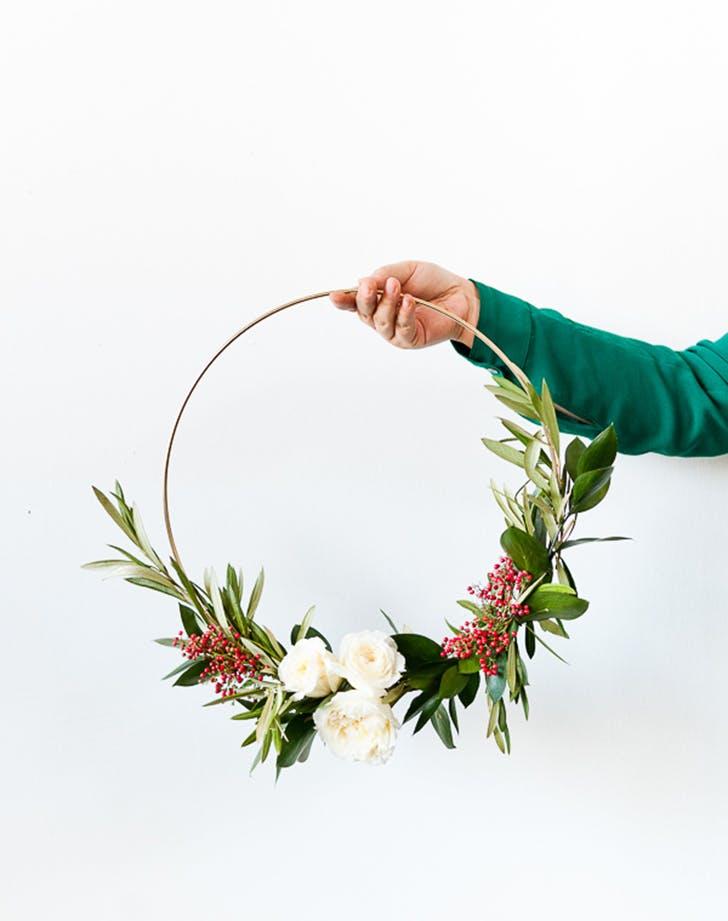 holiday decor wreath minmalisty