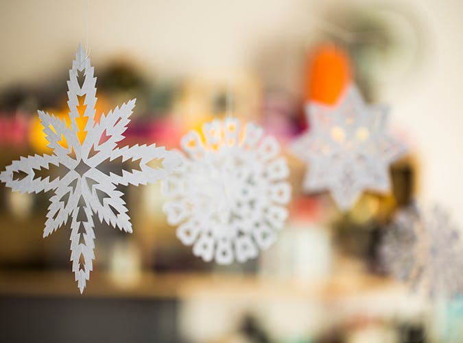 holiday decorations paper snowflakes