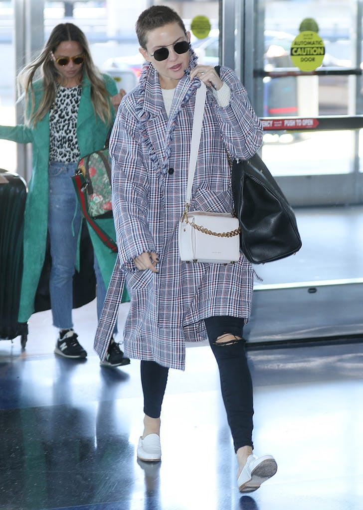 kate hudson wearing a plaid coat and skinny jeans