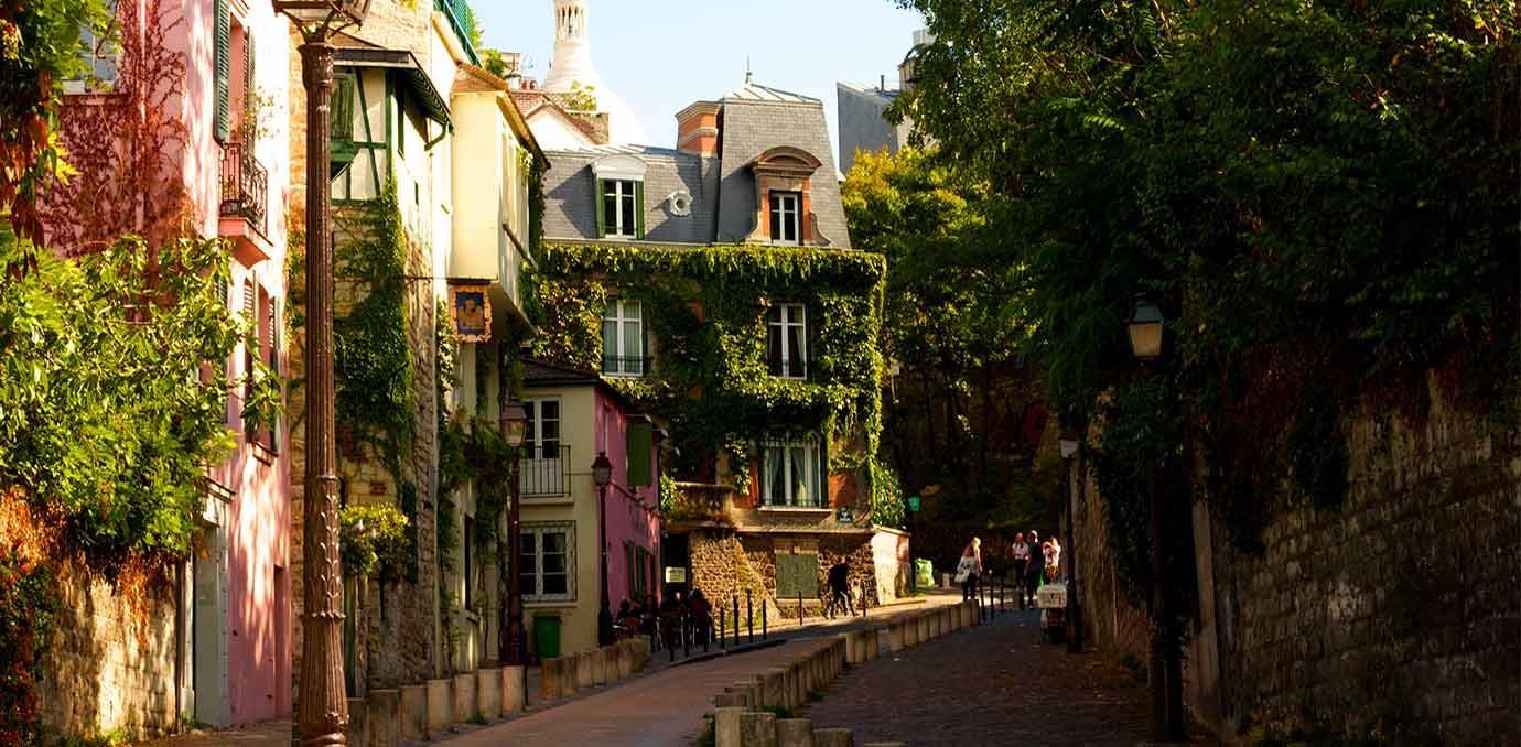 montmartre streets paris