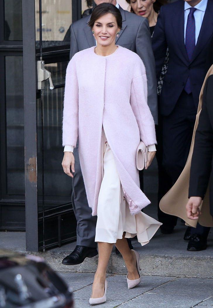 queen letizia pink coat vert