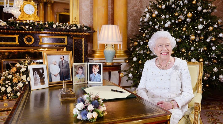 The Queens Christmas Card List Is 750 People Long (and Heres How She Signs Them)