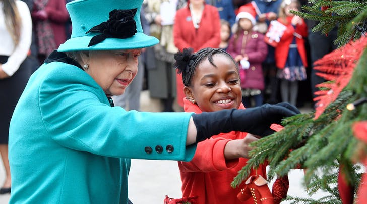 Heres What the Queen Gives Her Staff for Christmas (Hint: Its Best Served Warm)