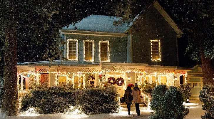 Heres How You Can Have Lunch at the 'Gilmore Girls' House Like Rory & Lorelai