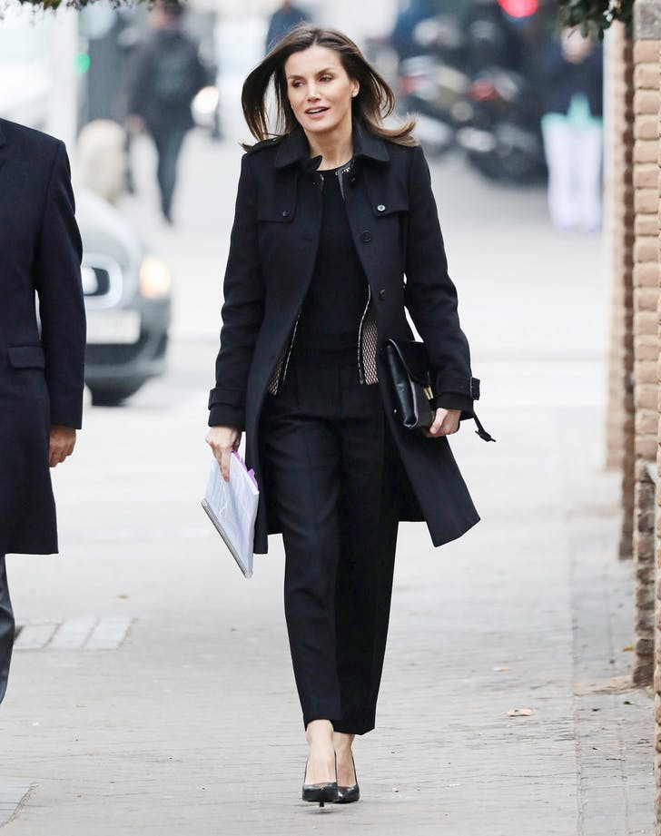Queen Letizia of spain black outfit.l