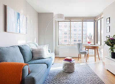 airy living room nyc 400
