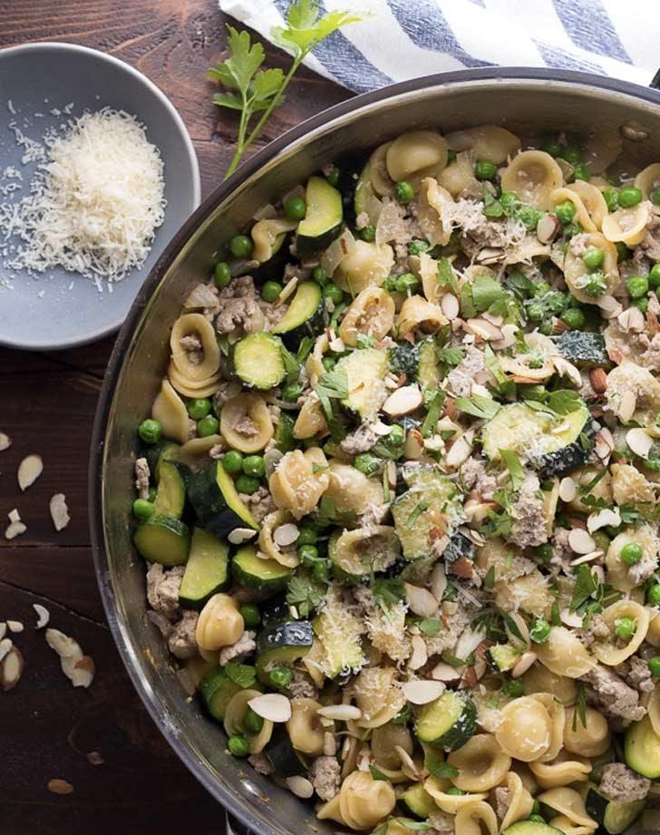 ground turkey one pan pasta with zucchini