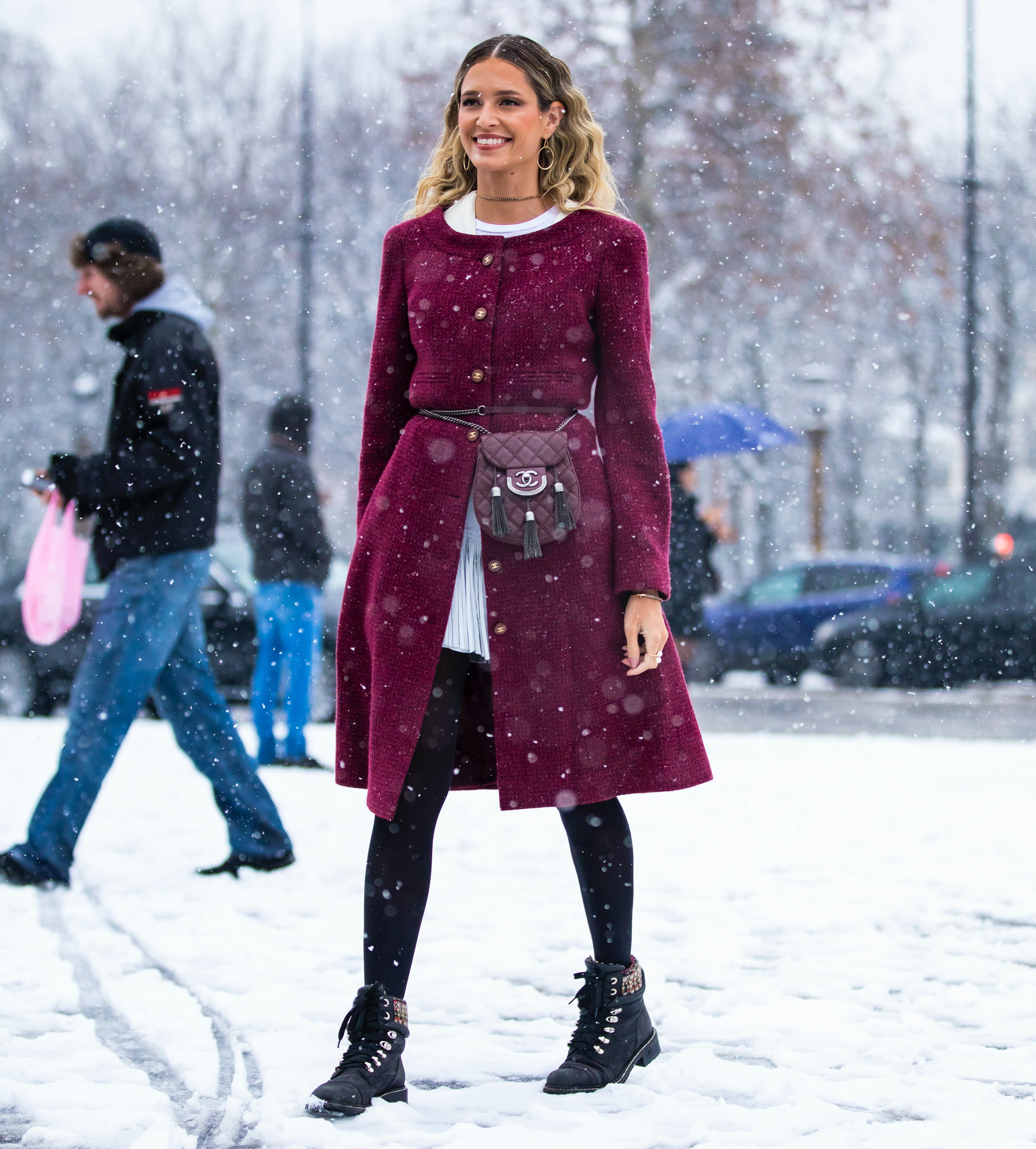 woman wearing a blet bag over her coat