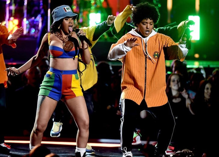 Cardi B performing Finesse at the grammys
