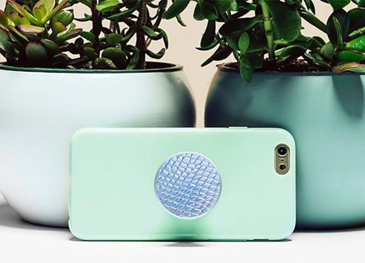 a popsocket on a phone