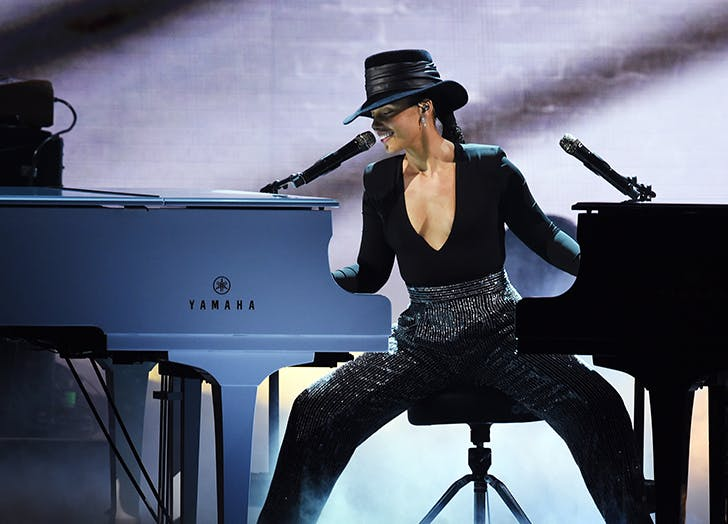Alicia Keys Played Not One but *Two* Pianos Barefoot at the Grammys and Were Bowing Down