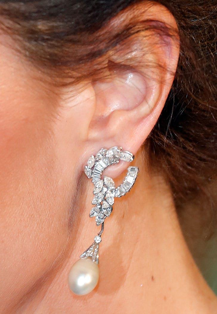 kate middleton earrings close bafta