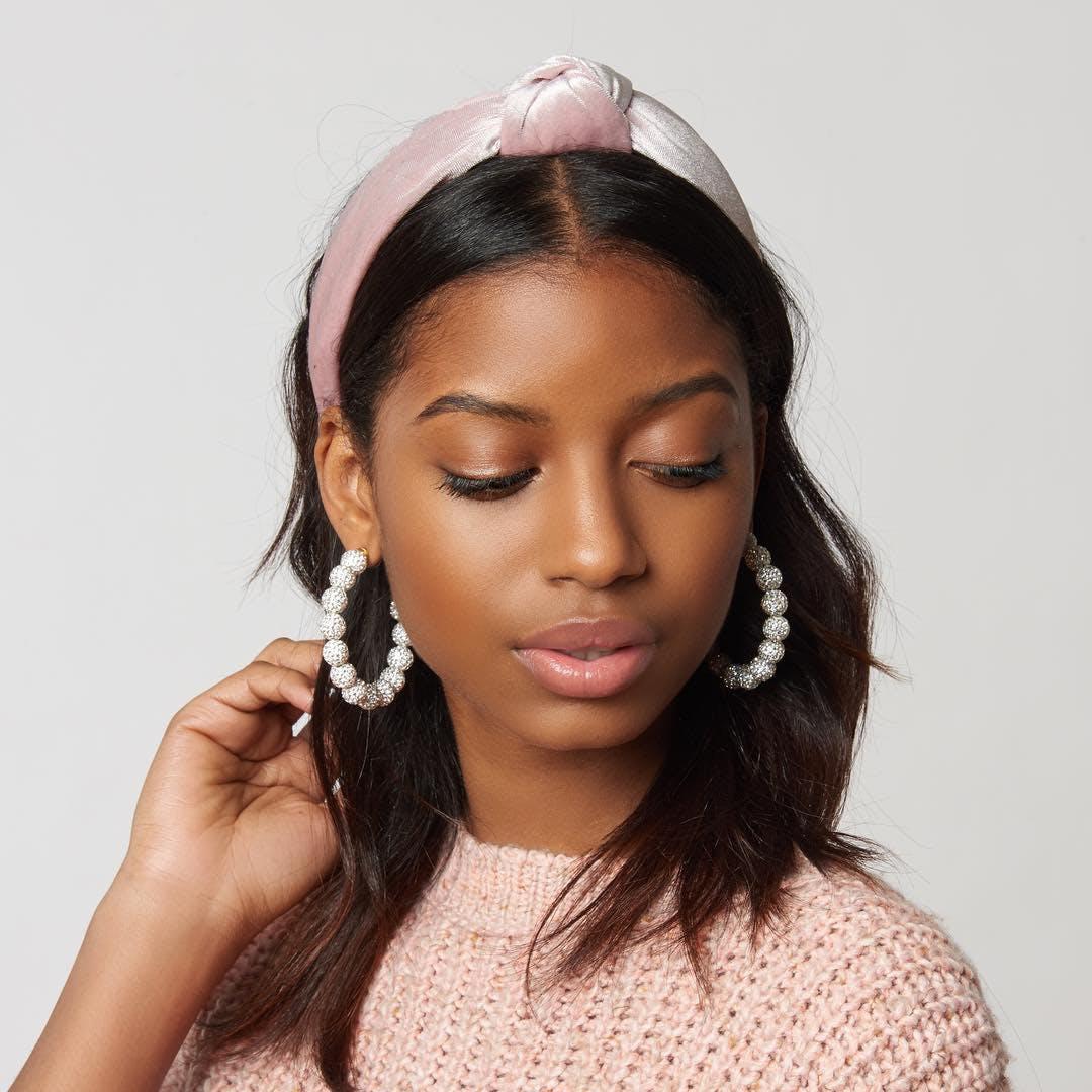 woman wearing lele sadoughi headband