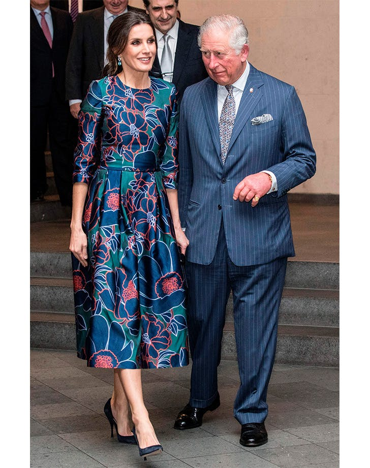 Queen Letizia and Prince Charles walk in National Portrait Gallery