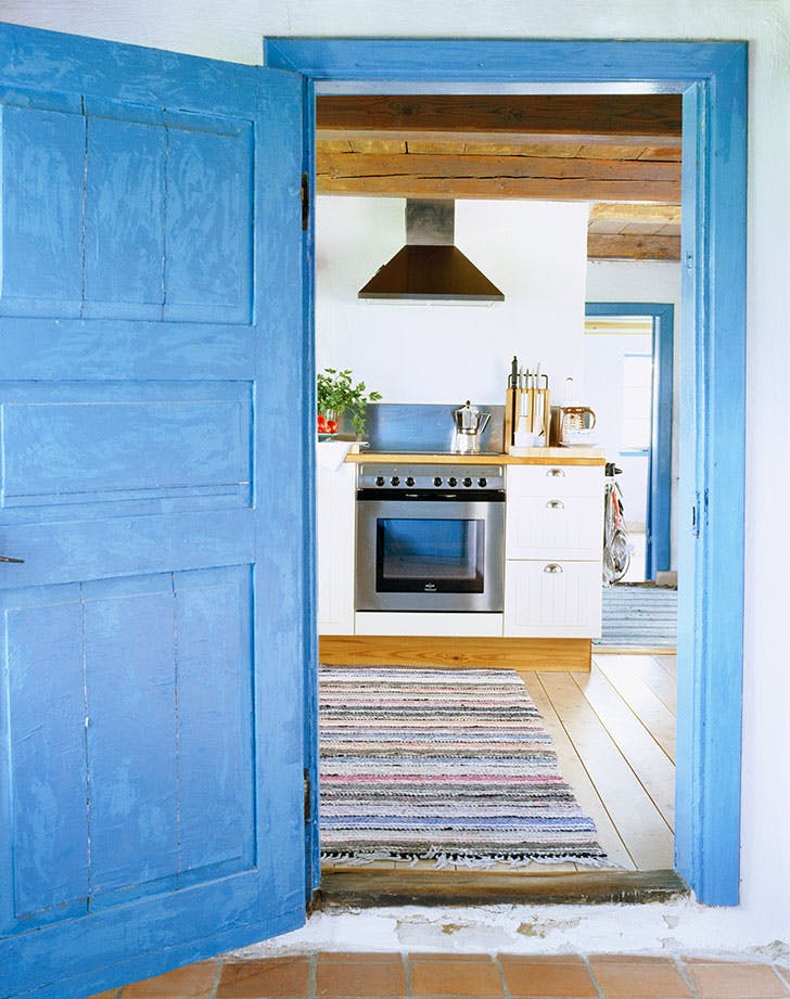 doorway into kitchen 728