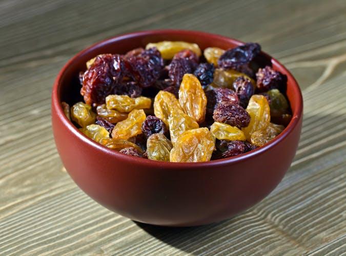 healthy food for women raisins