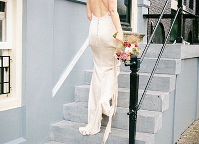 5da2ebc3 The Carolyn Bessette Wedding Dress of the '90s Is Back—Here Are 10 Versions  Under $500