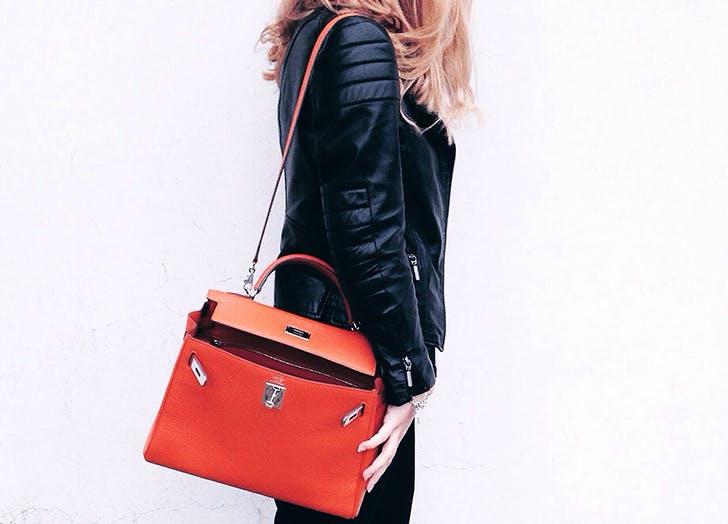 switch handbag shoulders to improve posture