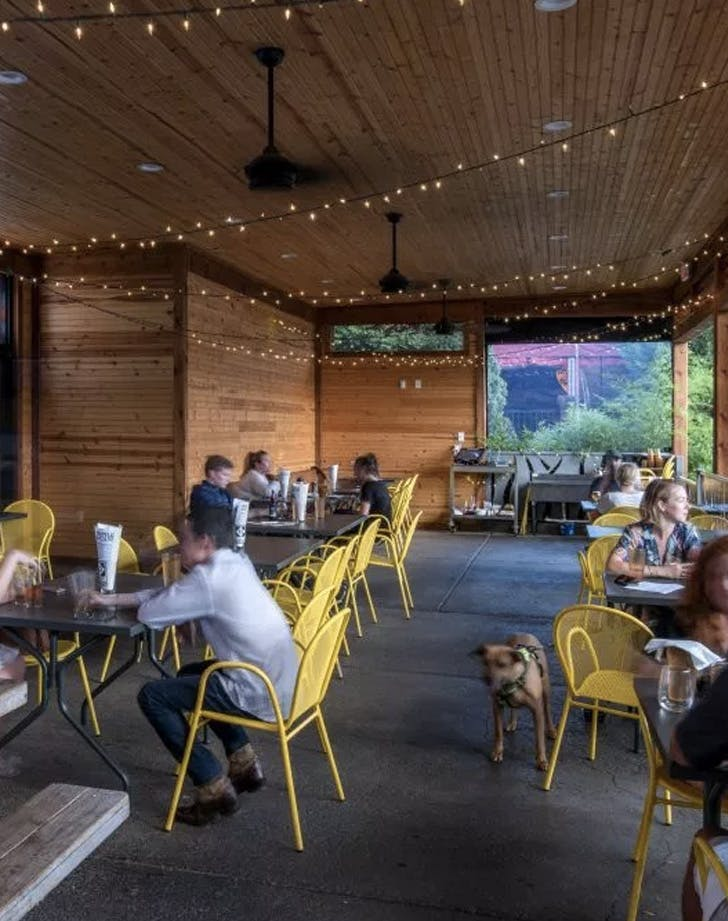 12 south taproom tennessee dog friendly bar